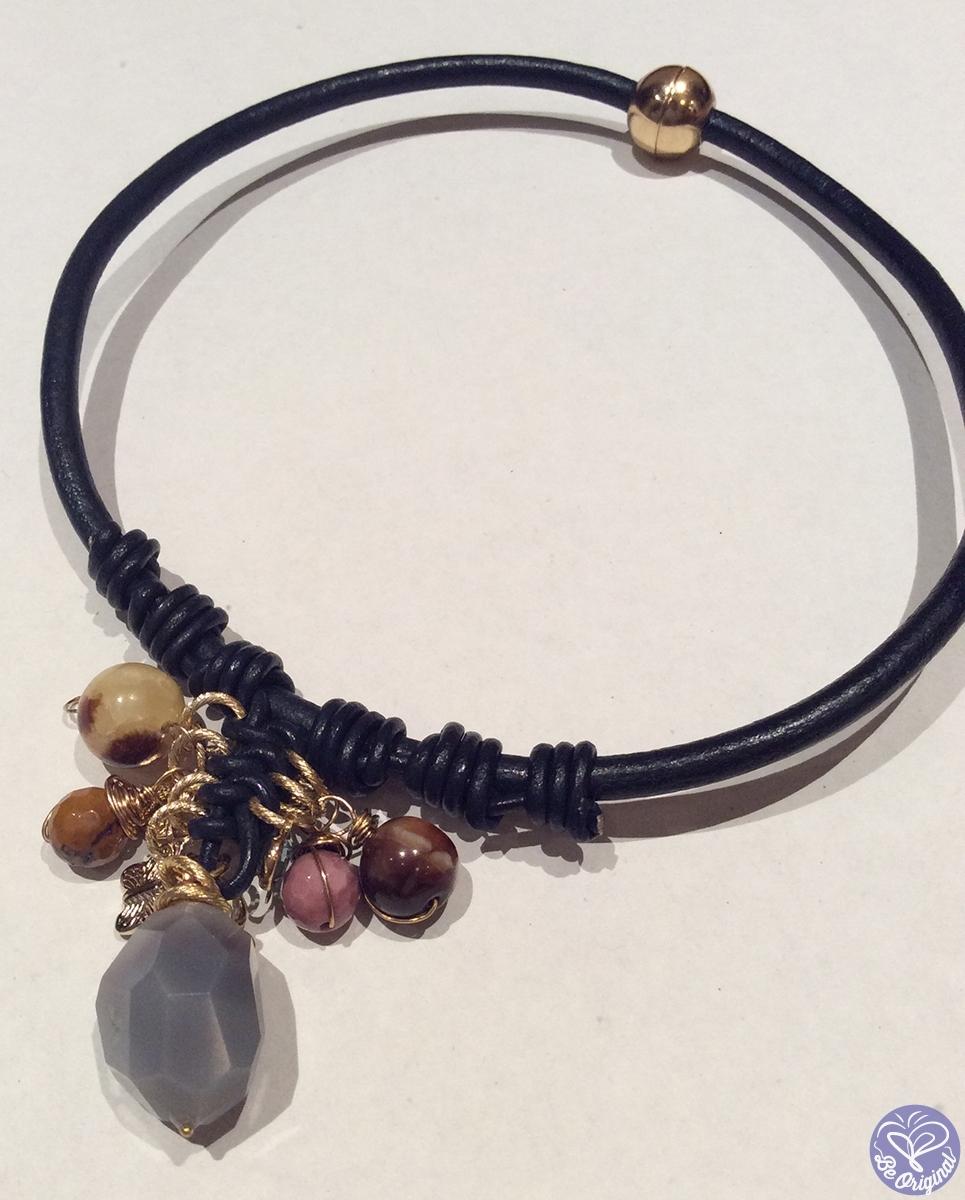 3541e9d15bc5 Collar con cuero y piedras naturales