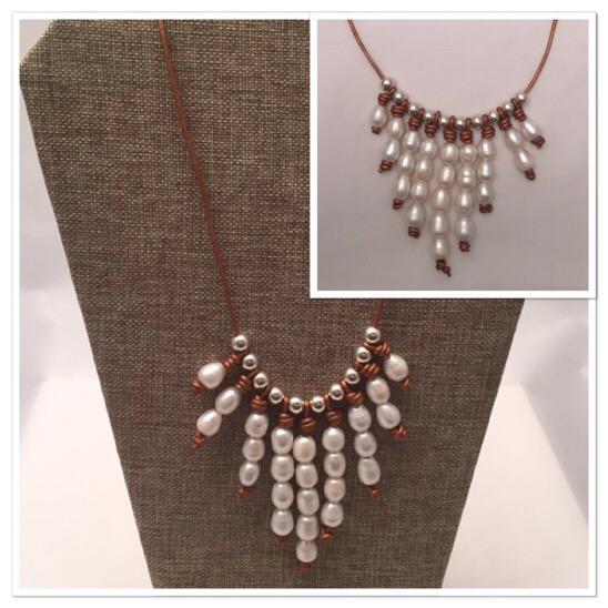 Las perlas siguen full en tendencia y este estilo es perfecto para vestirse de perlas durante el día! Yo personalmente me enamoré de este