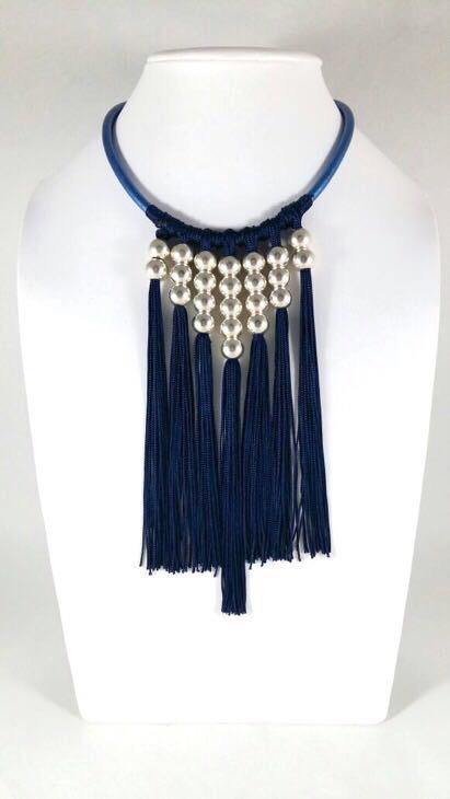 ef897b61e6f0 Collar de Cuero con Barbas y Perlas Cultivadas - Farfalla Costa Rica ...